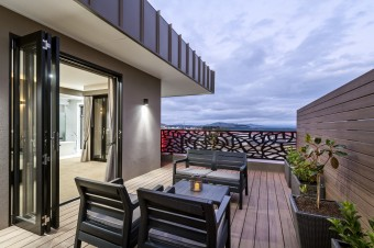 2019 HIA AWARDS - Display Home over $500,001 - MAYFAIR HOMES upper deck.jpg
